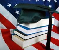 В США миллиардер пообещал студентам оплатить их долги за учебу