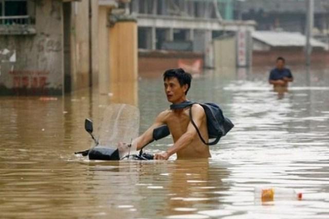 Наводнение в Китае продолжает забирать жизни