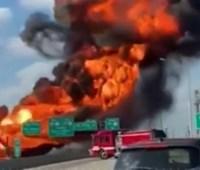 Масштабный взрыв автоцистерны в Канзасе заблокировал движение транспорта на шоссе