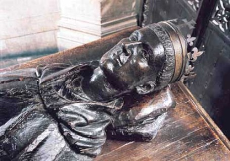 Modern head on Henry V's tomb WEstminster Abbey.
