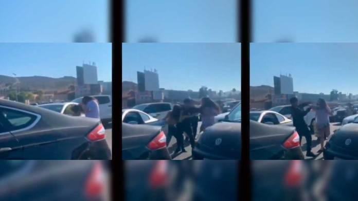 En Tijuana, mujeres se golpean en garita y se viraliza su pelea - Uno TV