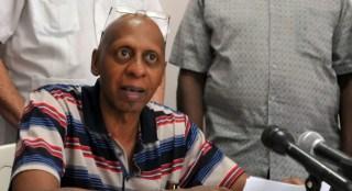 El disidente cubano, Guillermo Fariñas, en una comparecencia pública.   Foto: EFE
