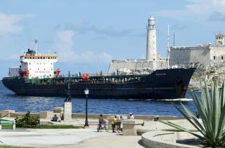 Un tanquero venezolano llega a la Bahía de La Habana en septiembre del 2005.