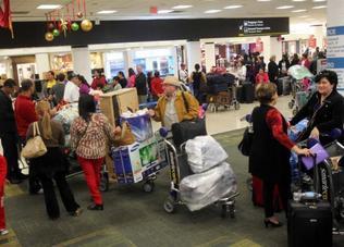 Diariamente viajan a la isla cientos, si no miles de cubanos desde varios aeropuertos en Estados Unidos, aunque el de Miami concentra la mayoría e los pasajeros. La foto corresponde al mes de enero de este año. Roberto Koltun / el Nuevo Herald