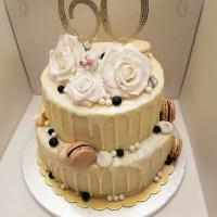 Drip cake al limone e mirtilli per un'occasione speciale