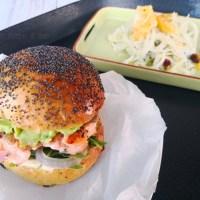 Il mio hamburger di salmone e crema di avocado per il Club del 27
