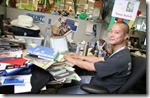 ceo desk Tony Hsieh, Zappos - unpocogeek.com
