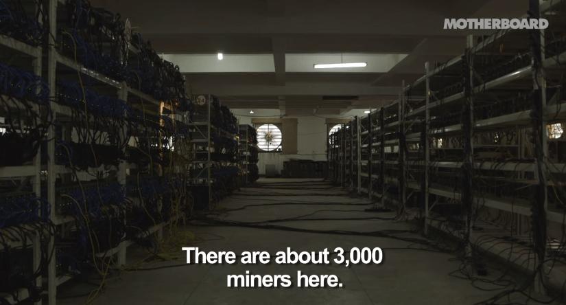 Una visita dentro de una mina de bitcoins en china