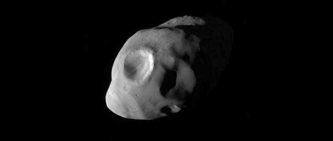 Cassini, fotografía de Pandora, luna de saturno