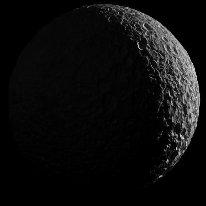 Cassini, fotografía de Mimas, luna de Saturno