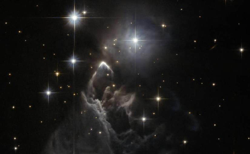 Espectacular imagen captada por el Hubble de una nebulosa siendo atravesada por una estrella