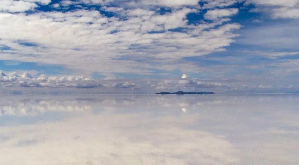 Uyuni sous eau, reflet du ciel, désert de sel, Bolivie