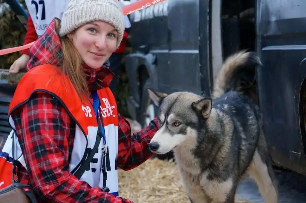 Moment complice avec un Husky de sibérie