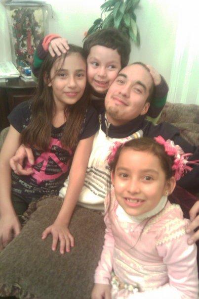 Alex Nieto with family