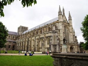 winchester_cathedral_facade