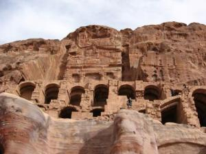 Cliff_Dwellings_in_Petra