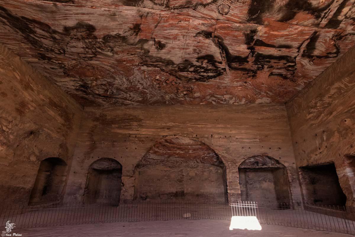 Petra: l'interno una delle Tombe Reali
