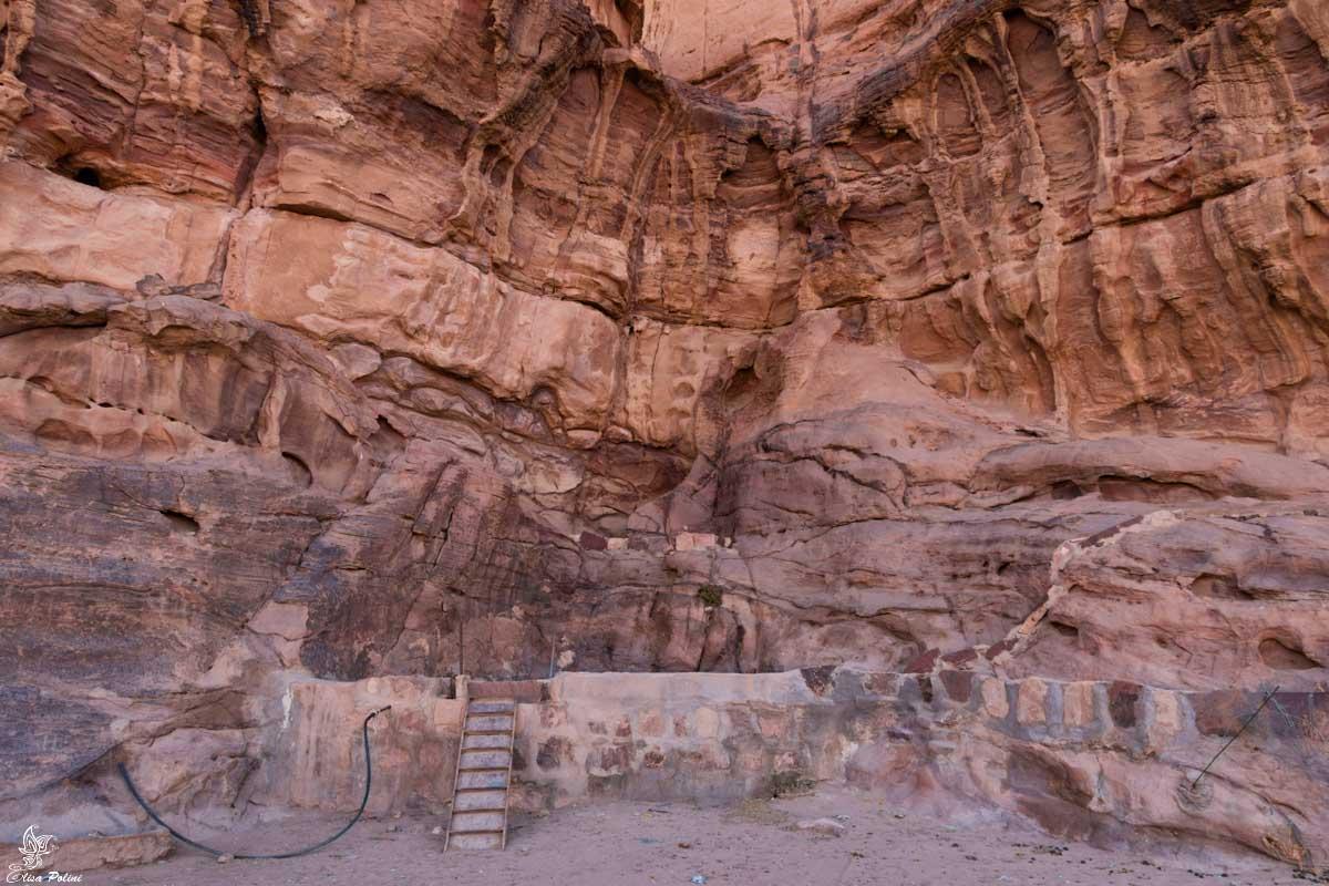 Wadi Rum: cisterna per la raccolta dell'acqua