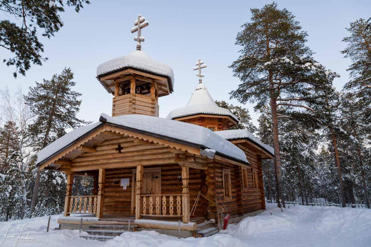 Villaggi Sami: la chiesa ortodossa in legno del villaggio di Nellim dedicata al Santo Trifone di Pechenga