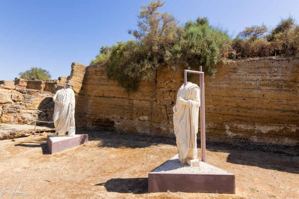Valle dei Templi: Statue dei Togati