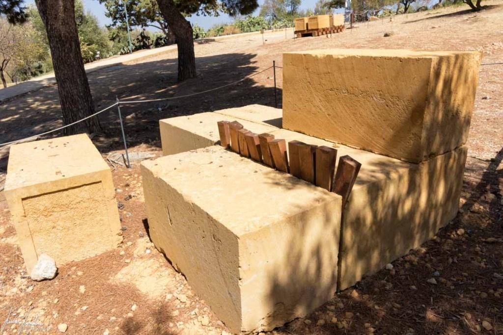 Valle dei Templi: Illustrazione su come venivano estratti i blocchi di pietra
