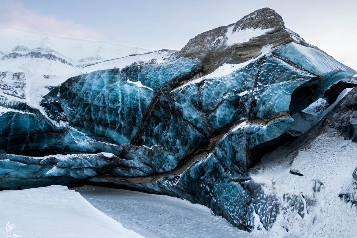 Curiosità sui ghiacciai: Dettaglio ghiacciaio blu alle Svalbard