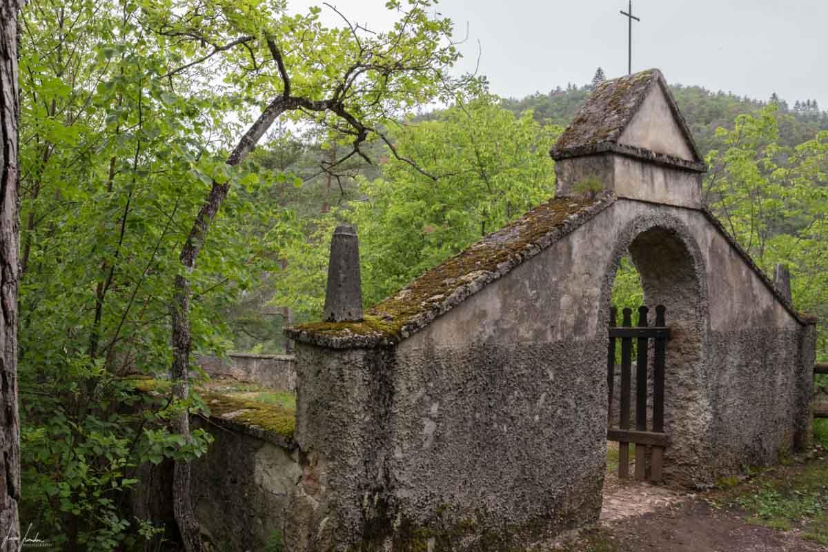 Vecchio cimitero del Santuario di San Romedio