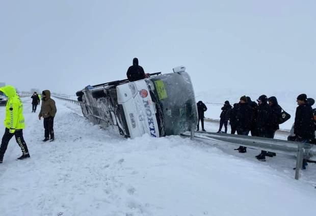 Futbolcuların Bulunduğu Otobüs Kaza Yaptı