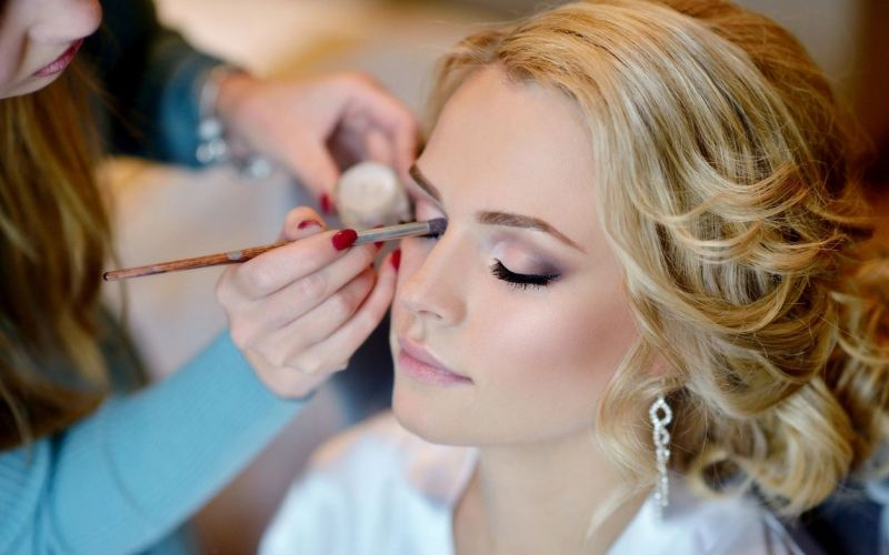 Some Most Important Makeup Tips for Teenagers