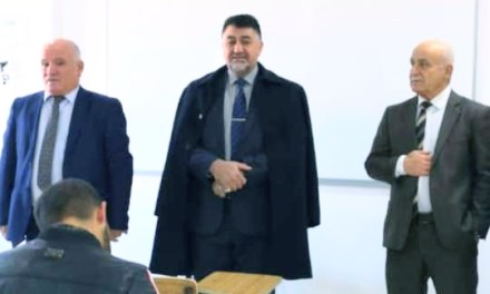 السيد رئيس الجامعة يتفقد سير الامتحانات في كلية الإدارة والاقتصاد