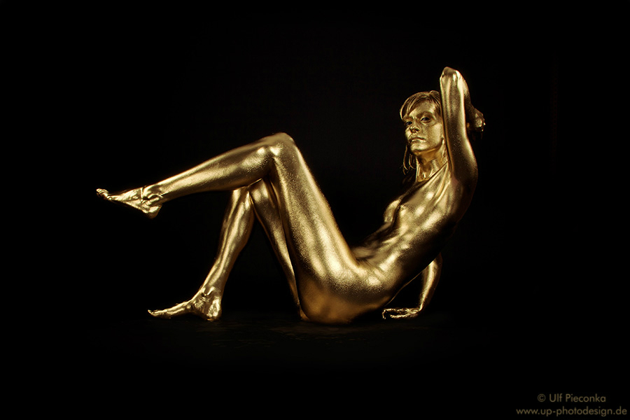 Goldfinger  Bodypainting in Gold  Fotoshooting Goldfarbe