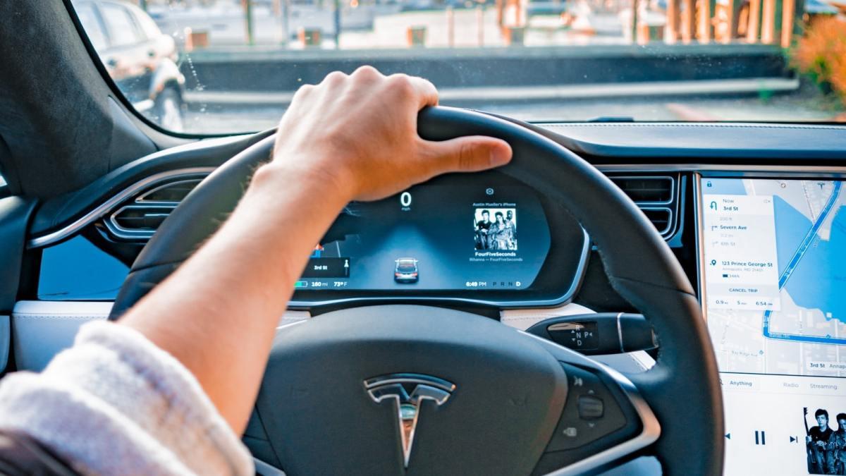 Ist Dein Yachthafen bereit für Yachten von Tesla?