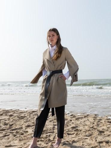 Manteau Elise de Catalina J, designeuse belge qui mêle élégance et confort.