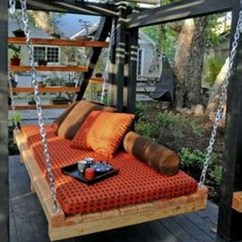 Swinging Chair Indoor Kitchen Table Sets Chairs With Wheels Pallet Swing Bed Ideas | Upcycle Art