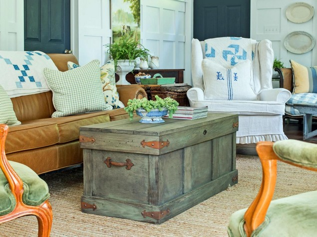 Convert Old Trunks Into Coffee Tables Upcycle Art