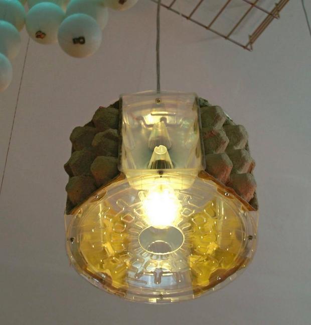 proyecto lámpara colgante hecha a mano vacía cartón de huevos de plástico de cartón