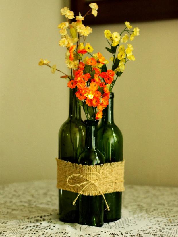 copa de vino reutilizados las ideas de la flor botella tabla florero de arpillera de la pieza central