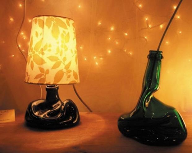 botellas de vidrio fundido reutilización upcycled lámpara de mesilla de noche