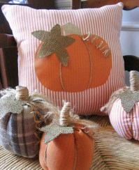 Upcycling Halloween pillows for your indoor decoration!