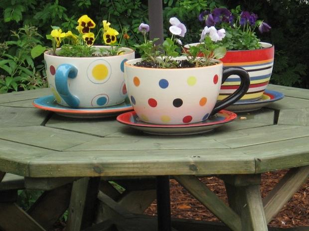 Tazas de té de reutilización de las ideas centrales de la tabla de colores decoración flores del patio trasero