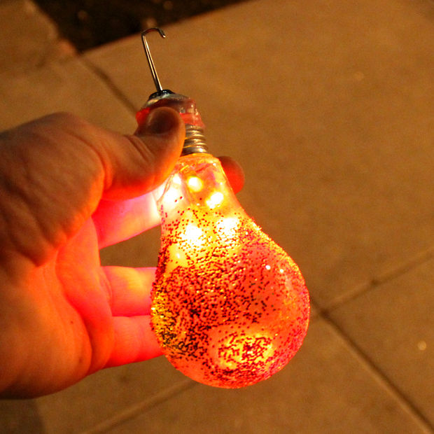 Christmas Decorating Ideas 21 Ways To Reuse Old Light Bulbs