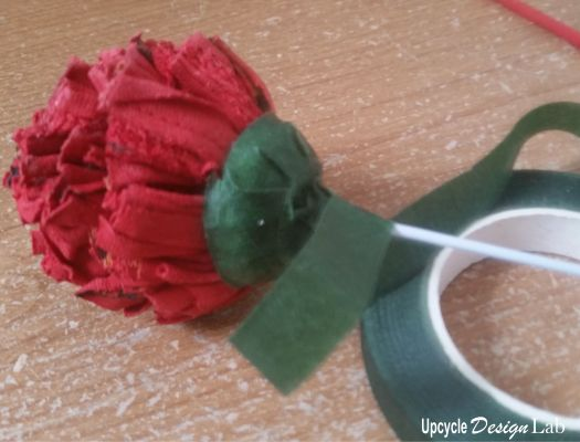 Wrapping the stem with florist tape