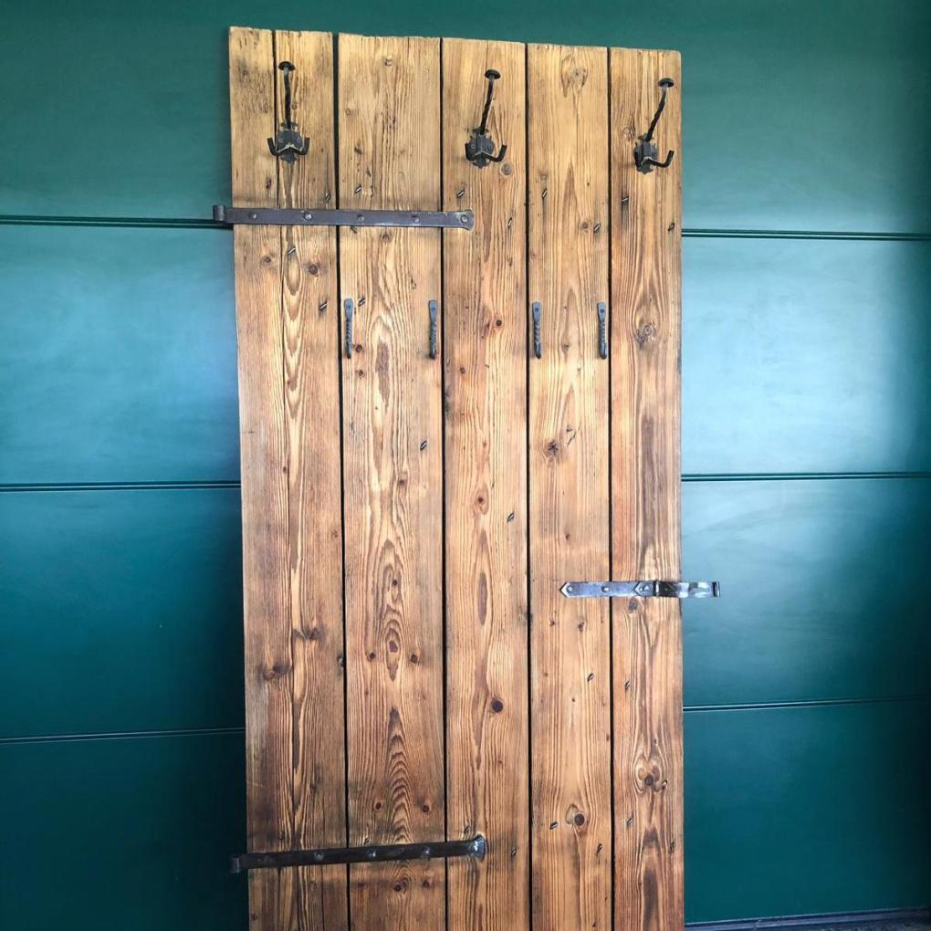 Garderobe aus alter Holztüre