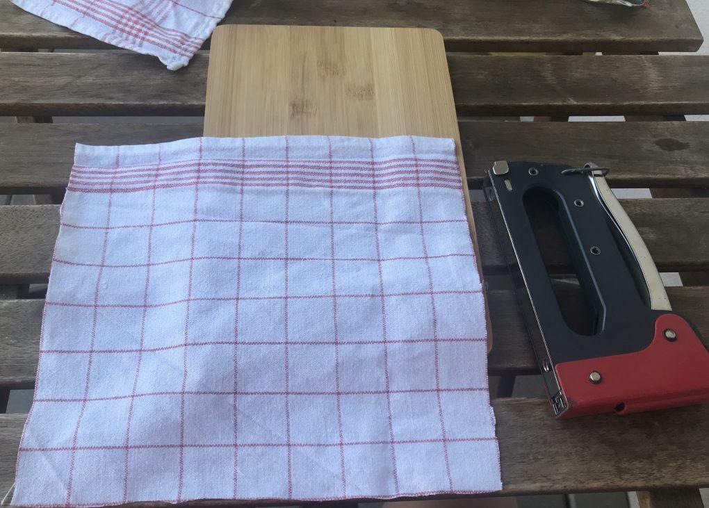 Tischtuch zusammen schneiden