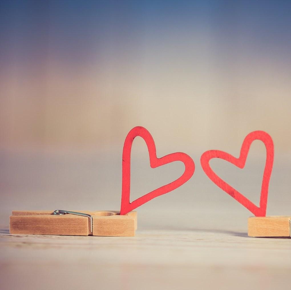 Holzklammern mit Herzen