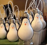 Light Bulb Ornaments | Upcycle That