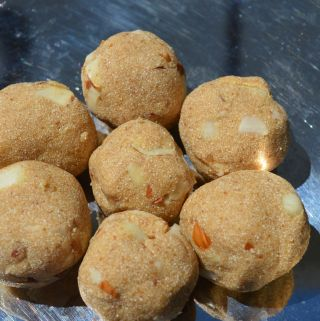 Healthy Rava Laddu (No ghee, no sugar)