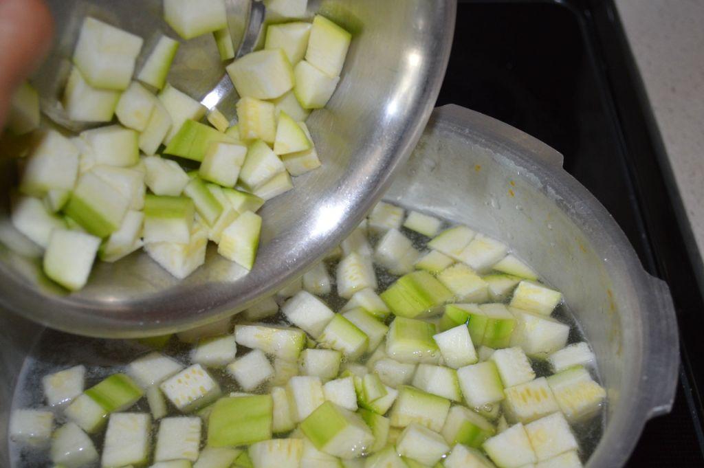 Add veggies to pongal