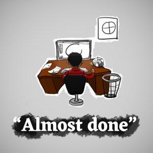 Graphiste super busy devant son bureau