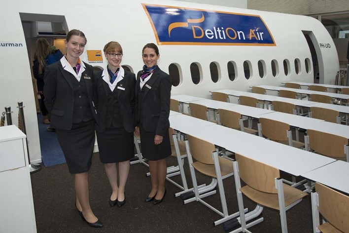 008 Stewardessen in opleiding Deltion College Zwolle 150116 Remco de Wit